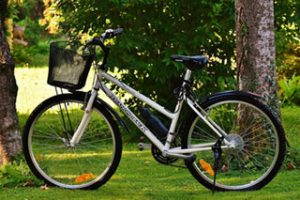 Diamondback Maravista Women's Hybrid bike on the grass