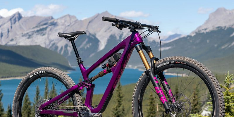 mountains-biking-facts-colourful-bike